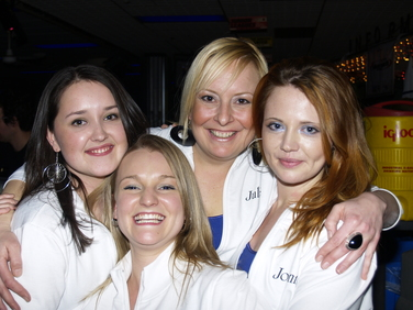 bowling-waitresses.jpg